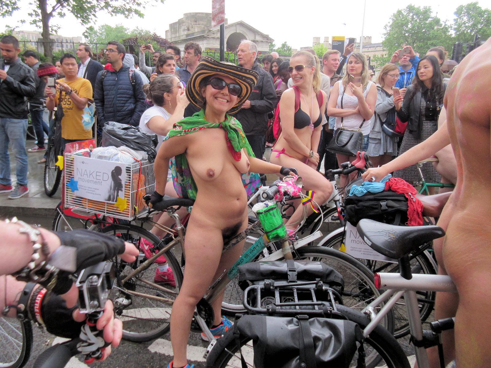 World Naked Bike Ride London Hundre Nude2011-6171